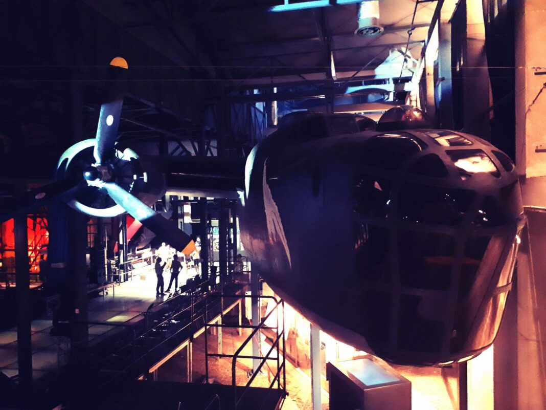 samolot Liberator B-24 w Muzeum Powstania Warszawskiego