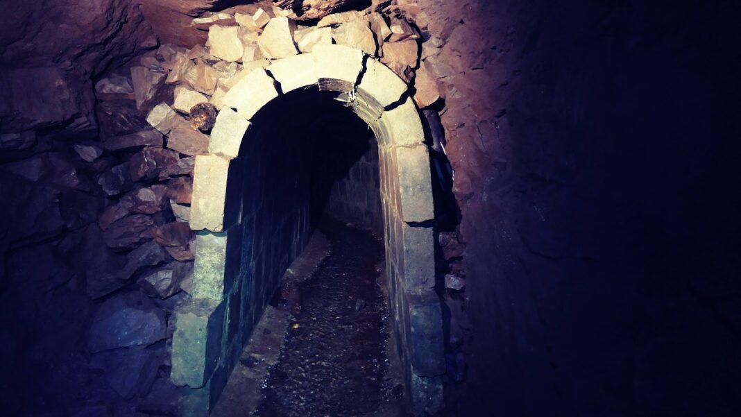 Sztolnia Rycerska wejście Boguszów-Gorce