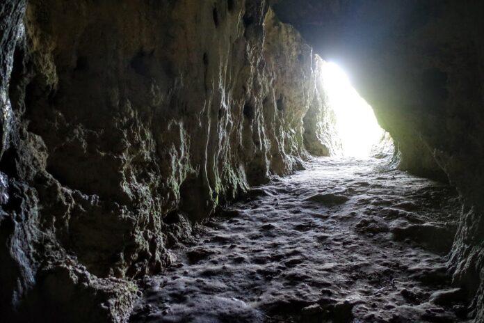 Jaskinia Stajnia na Jurze