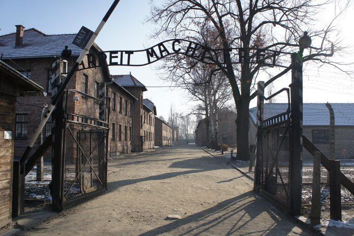 Brama niemieckiego obozu KL Auschwitz